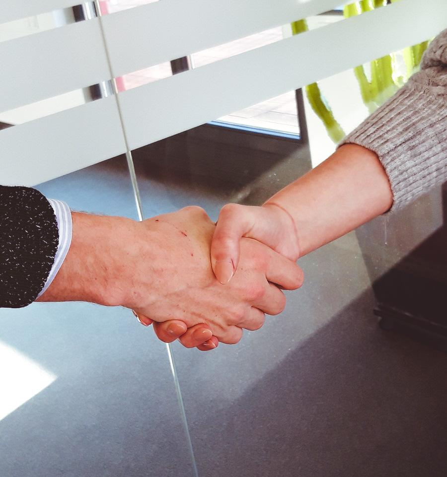 Handschlag als Sinnbild für Partnerschaften zwischen synalis und Kunden