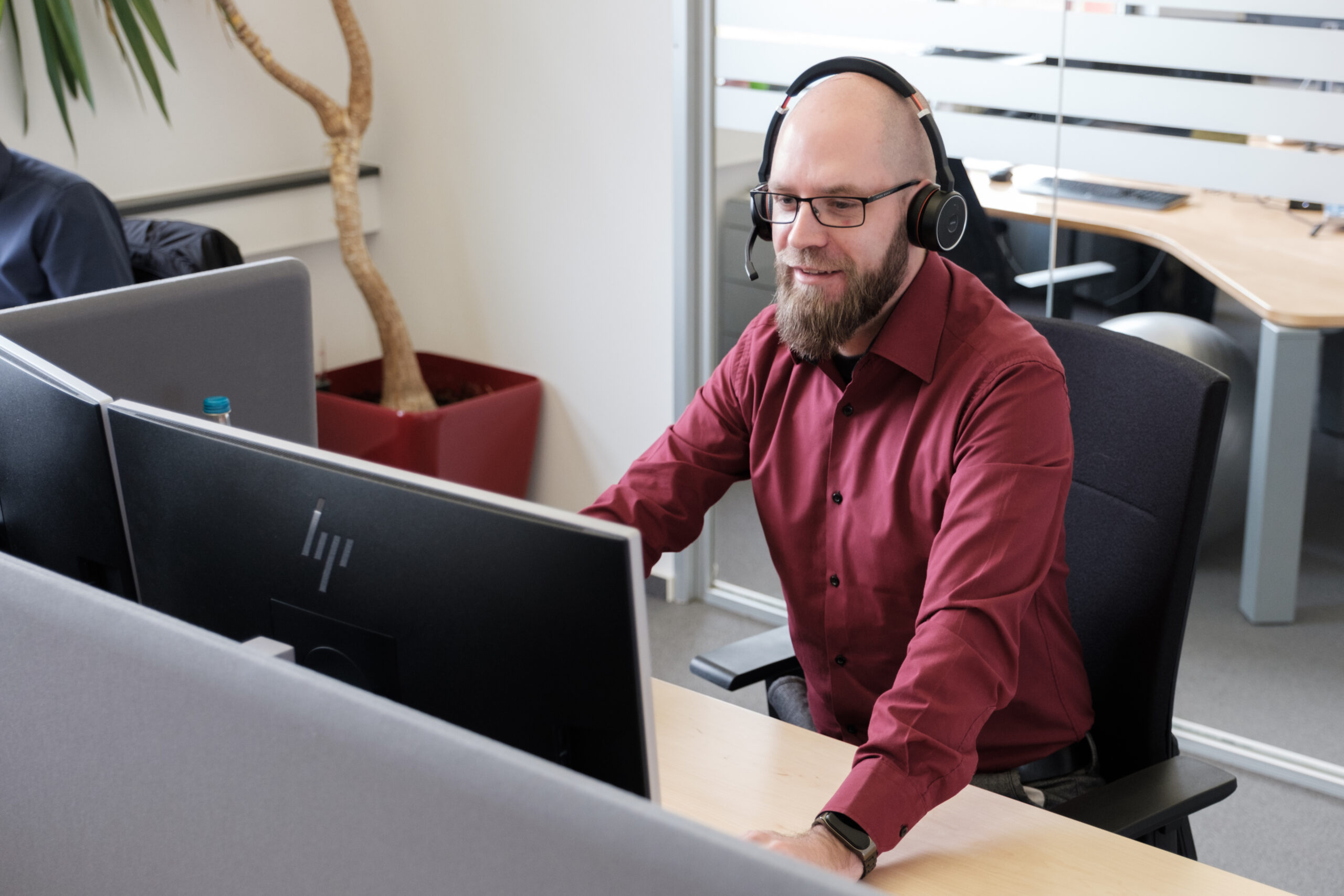 IT-Consultant & System Engineer leistet IT-Support bei synalis